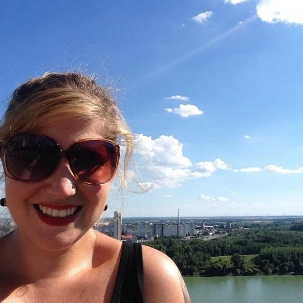 Na Eslováquia. Passando calor, mas toda feliz da vida.